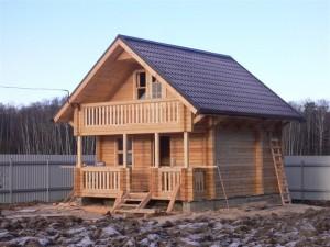 Какой загородный дом лучше: экодом или дом из клееного бруса?